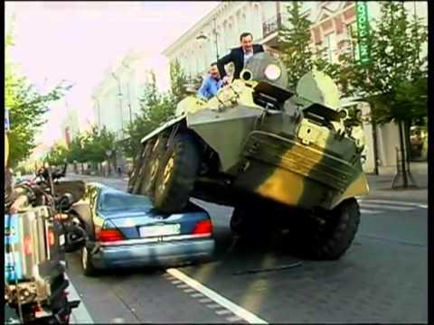 Zuokas tanku sutraiškė Mercedes