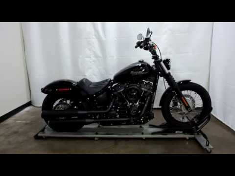 2018 Harley-Davidson Street Bob® 107 in Eden Prairie, Minnesota - Video 1