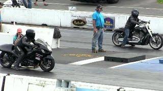 Suzuki Hayabusa takes on Harley Davidson v rod-drag race,sound,acceleration and speed