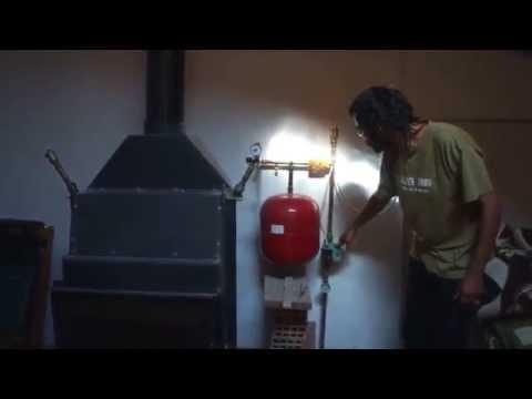 Sistema de estufa de leña para calentar toda la casa - 01 - Masía La Torre (Teruel)