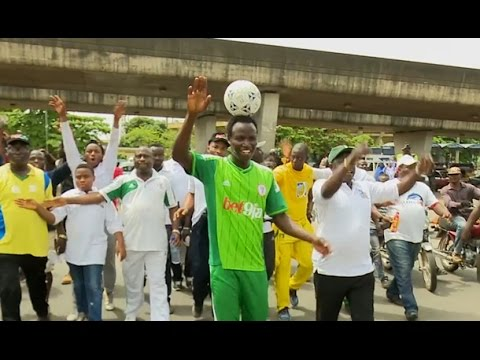 HARRISON CHINEDU BREAKS WORLD RECORD WITH BALL ON HIS HEAD