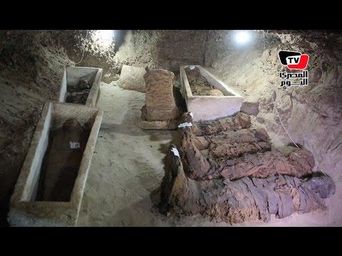 «العناني» يتفقد الكشف الأثري الجديد بمنطقة «تونا الجبل»