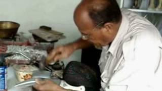 preview picture of video 'صانع الجنابي Daggers Bakotaian maker in Hadramout'