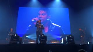 3T Sings I need you at the Qmusic foute party
