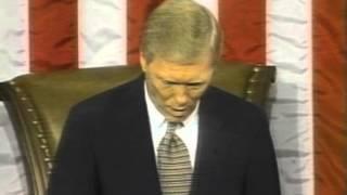 Richard Gephardt turns over the gavel to Speaker Newt Gingrich