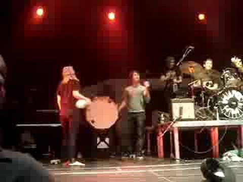 HAYLEY WILLIAMS,  JOSH FARRO, TAYLOR YORK WITH PAPER ROUTE AND PHANTOM PLANET (ALEX CROWD SURFING)