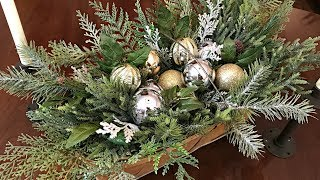 Easy Christmas Centerpiece - Simple Christmas Floral Arrangement - Christmas Table