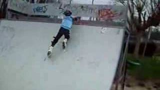 preview picture of video 'Tanguy on rollerskates (3/2007)'