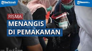 Wali Kota Surabaya, Tri Rismaharini Tak Kuasa Tahan Tangis saat Pemakaman Chandra Oratmangun