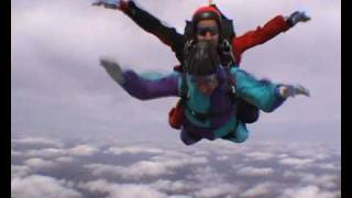 preview picture of video 'Simon Skydive 2009- Tandem in swindon'