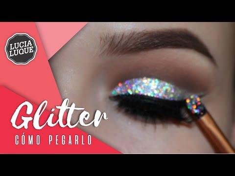 Cómo Pegar Glitter en los Ojos