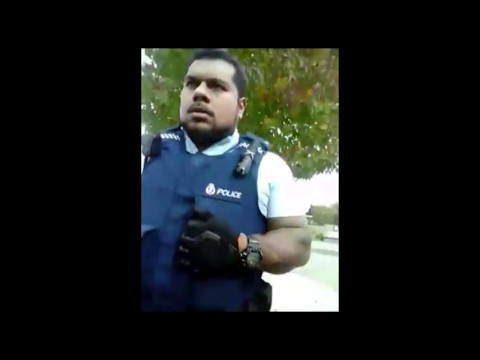 Guy Schools the Police in Otara And They Walk Away