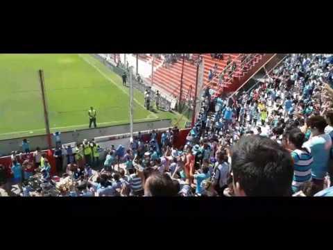"""Hinchada de Belgrano vs Racing || Fecha 16 || Alta Córdoba"" Barra: Los Piratas Celestes de Alberdi • Club: Belgrano"