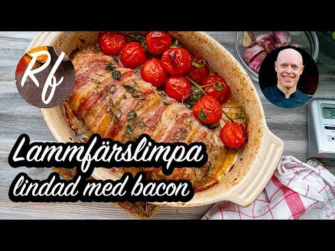 Baconlindad lammfärslimpa smaksatt med lite vitlök, rosmarin,oregano samt ugnsbakade kvisttomater. Här med tips på tillbehör också.>