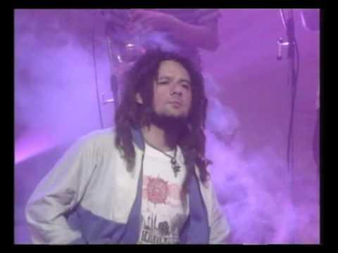 Karamelo Santo video El baile oficial - CM Vivo 1998