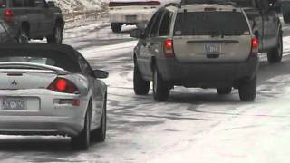 preview picture of video '1/19/2005 Cars on icy roads in Raleigh'
