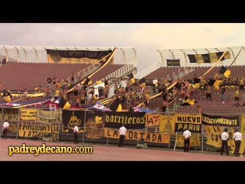 """""""""""No importa donde juguemos"""" Hinchada de Peñarol en Venezuela"""" Barra: Barra Amsterdam • Club: Peñarol"""