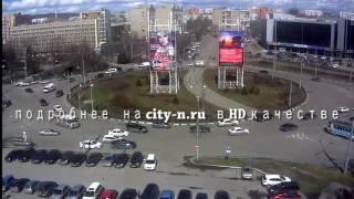 Сильный ветер сорвал рекламный баннер в Новокузнецке
