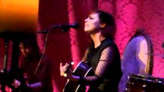 """Anna Nalick performs """"Lullaby Singer"""" Live"""