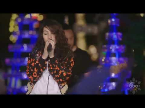 "Alessia Cara Sings 'How Far I'll Go' (FROM ""Moana"") Live In Disney Holiday Celebration 2016 - Vincensius Andre"