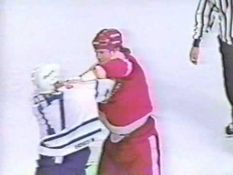 Bob Probert vs Wendel Clark