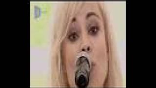 Annie performing Chewing Gum on Popworld UK