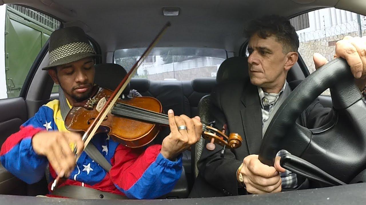 El violinista de las protestas sueña con un concierto donde Dudamel dirija a  Gabriela Montero