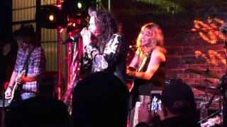 Steven Tyler Sings Cryin In Nashville, TN // Country Outfitter