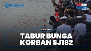 Banjir Tangis, Ini Momen Tabur Bunga Keluarga Korban Sriwijaya Air SJ-182 di Lokasi Jatuhnya Pesawat