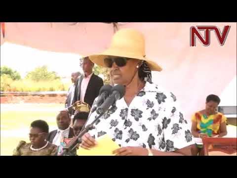 OBWEDIIMO KU YUNIVASITE:  Mukyala Museveni awadde ab'e Gulu amagezi