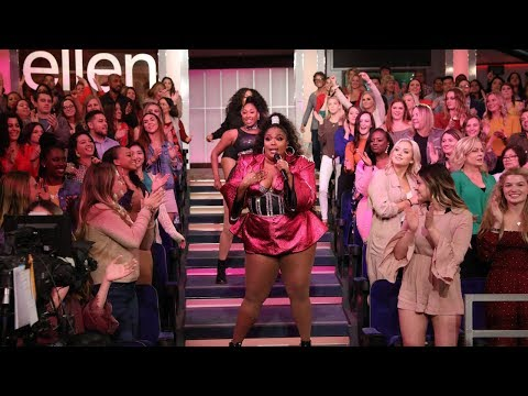 Lizzo Gets The Audience On Their Feet With 'Juice' - TheEllenShow