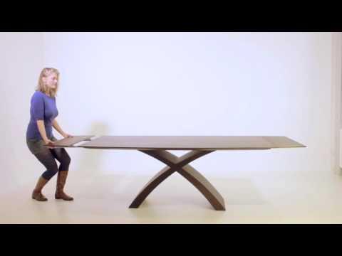 férgekkel ellátott asztal