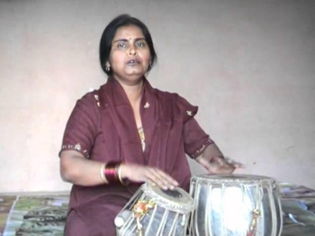 Poonam Verma sings a folk song of Uttar Pradesh