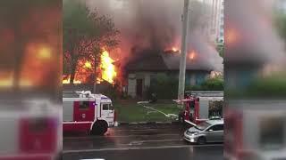 В Благовещенске загорелся деревянный дом в районе улиц Пушкина и Амурской