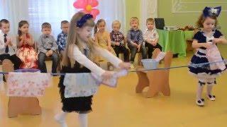 Игра с девочками на утреннике 8 Марта, младший возраст