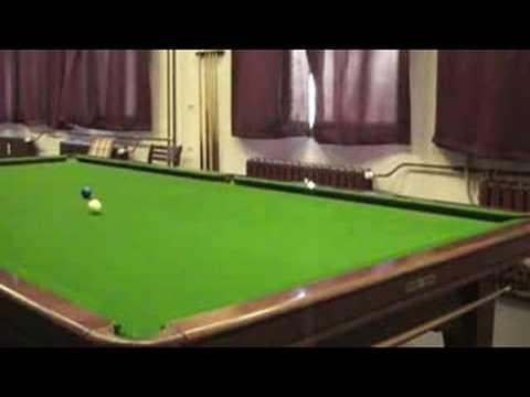 Zugball Blau lang auf Snookertisch