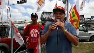 Pascoal Carneiro discursa em protesto contra reforma da Previdência