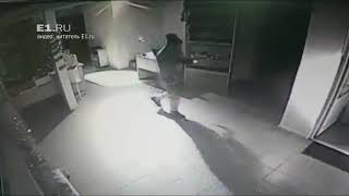 Воры неудачники в Екатеринбурге сбежали с места ограбления без денег