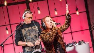 Sam, Heidi & Wim: 2 Fabiola - Lift U Up (Live bij Q)