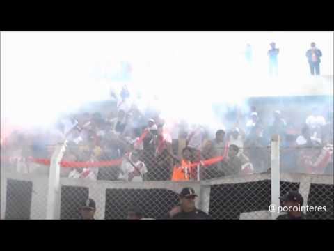 """La Banda del Basurero en Cañete"" Barra: La Banda del Basurero • Club: Deportivo Municipal"