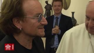 Papa Francisco recebe Bono Vox, do U2
