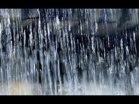 Дождик капает по лужам я иду по этим лужам в майнкрафте