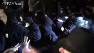 Под гимн Украины продолжаются стычки между активистами и полицией | Страна.ua