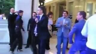 Dmitrij Medvedev tancuet pod Amerikan Boj.240.mp4