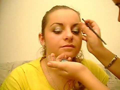 Der Pigmentfleck unter dem Haar auf dem Kopf