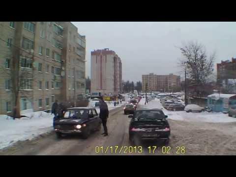 Нелепая авария на ул. 25 Сентября 17.01.13