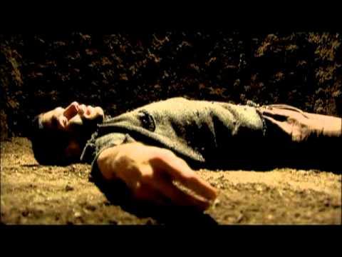 En mand faldt i et hul