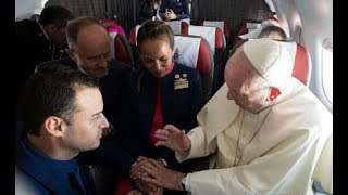 Love in the air: Pope marries couple on plane - VIDEO