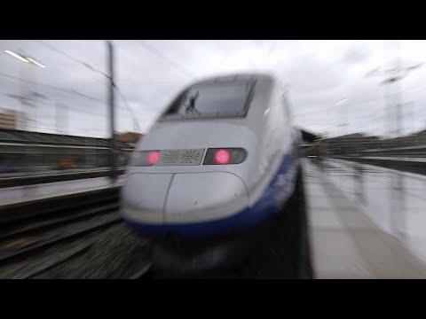 Συνεχίζεται η απεργία – Καθυστερήσεις στα τρένα – Αγωνία για τα Χριστούγεννα…