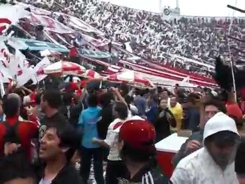 """Huracan VS San Lorenzo ( Trapo del ciclon ) 21/11/09"" Barra: La Banda de la Quema • Club: Huracán"